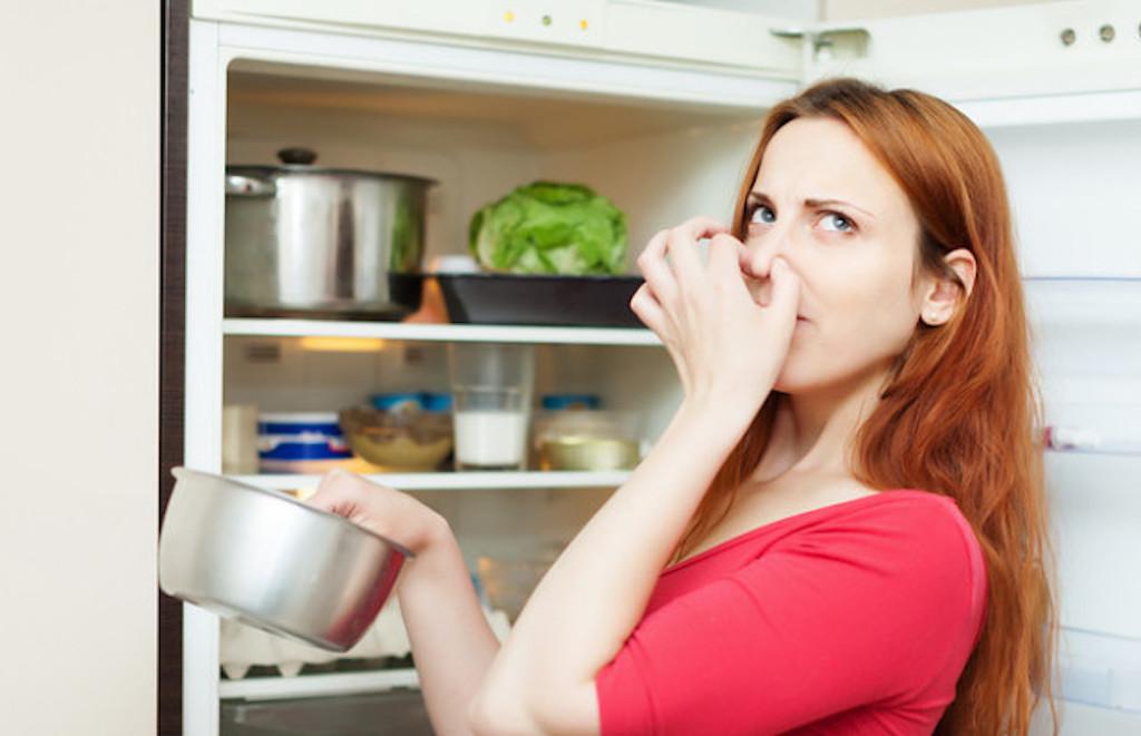 2 Cara Untuk Hilangkan Bau Busuk Pada Peti Sejuk Anda. No 2 Paling Senang!