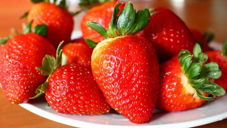 Bagaimana Ingin Memilih Buah Strawberry Yang Manis Dan Segar?