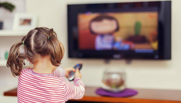 Keburukan Menonton TV Terlalu Lama Kepada Anak Anda