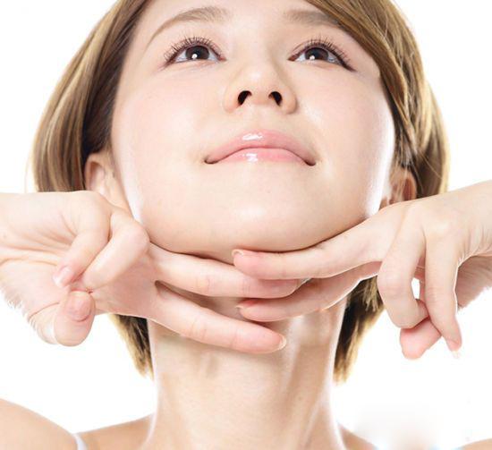 Hilangkan 'Double Chin' Dengan Petua Ini