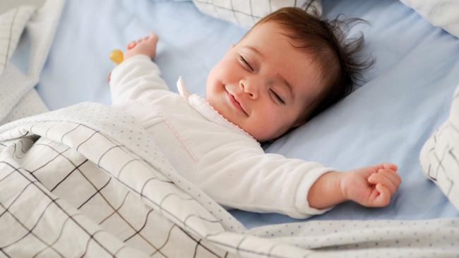 Bagaimana hendak memastikan bayi tidur sepanjang malam?