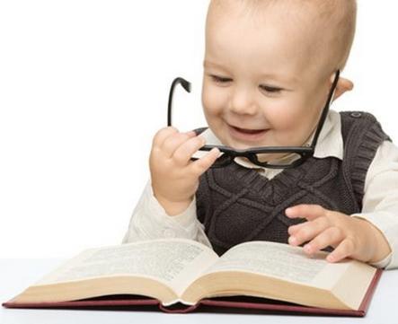Nak Anak Pandai Baca Seawal Usia Setahun, Ibu Boleh Praktikkan 7 Perkara Ini Sejak Anak Berumur 5 Bulan