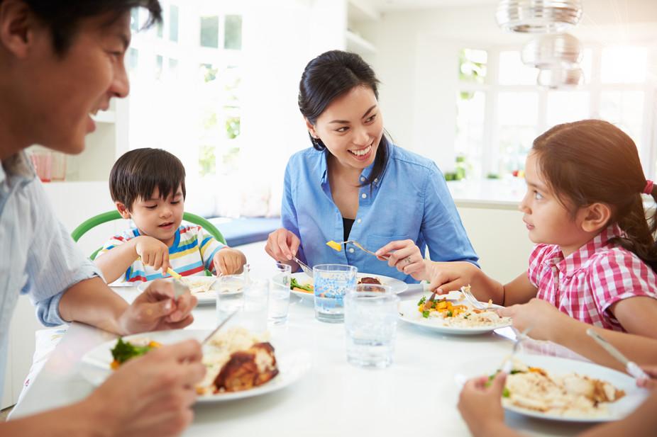 Mengajar Anak Adab di Meja Makan Bermula dari Rumah!